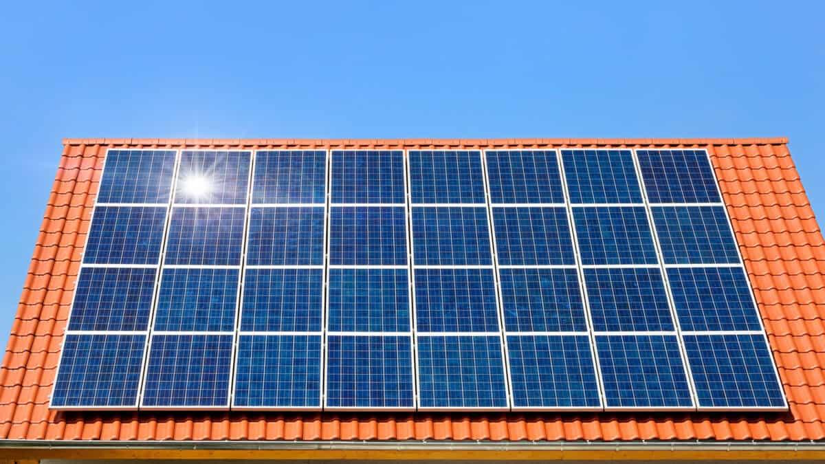 Wpływ dachu na fotowoltaikę – kiedy największy zysk? | Eratoenergy