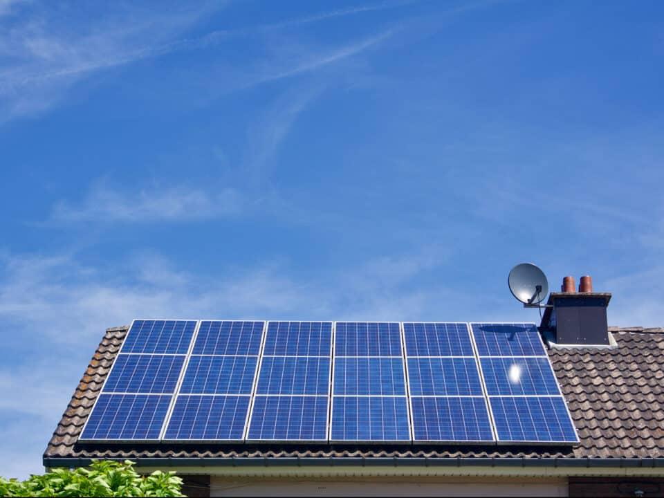 Żywotność paneli fotowoltaicznych – ile są w stanie działać?