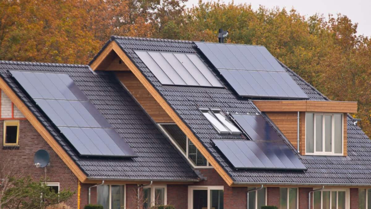 Instalacja on-grid, off-grid czy hybrydowa? Porównanie
